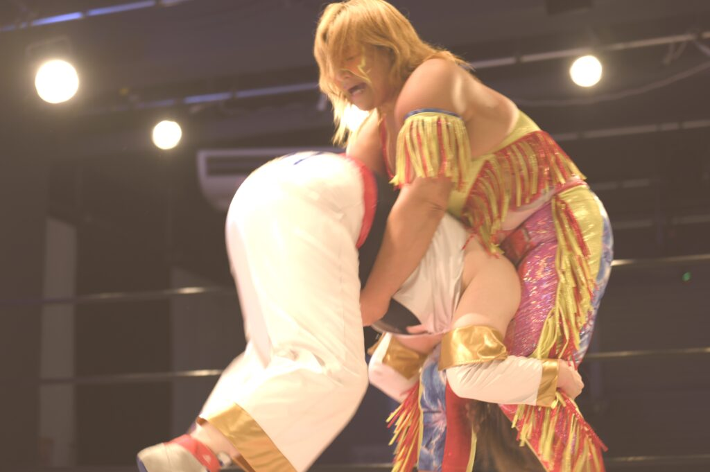 井上京子 vs デボラK