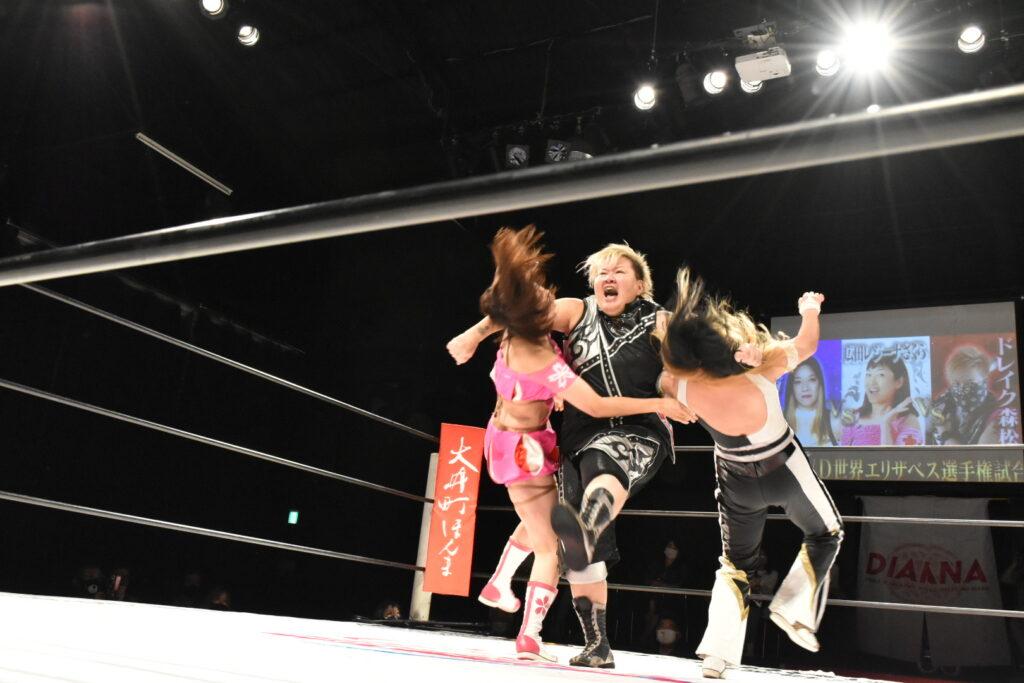 広田レジーナさくらとジャガー横田に攻撃するドレイク森松
