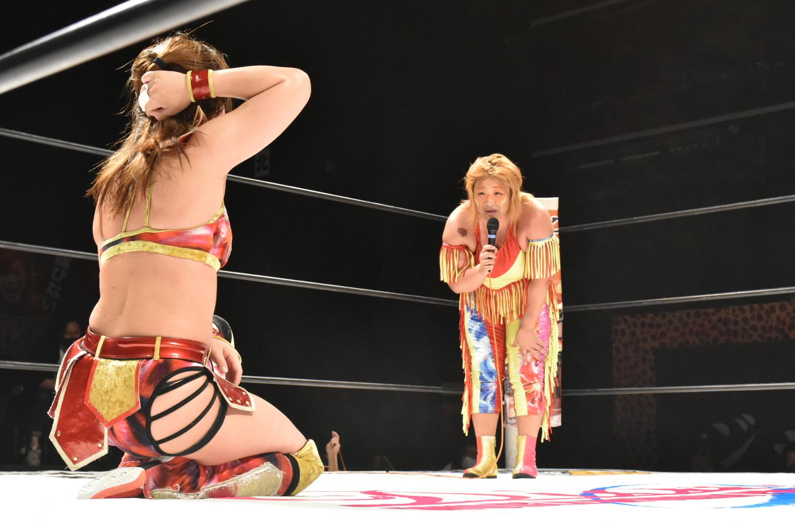 タッグマッチについて提案する井上京子